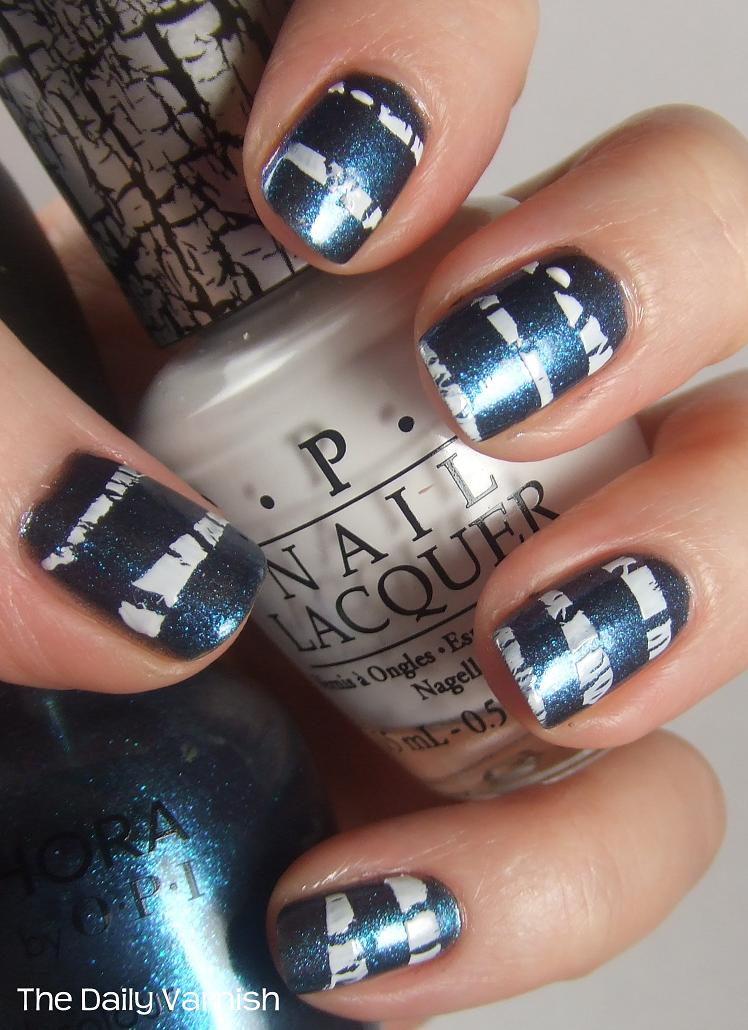 Nail Art: Crackle Stripes