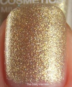 Layla 02 Golden Touch top coat MACRO