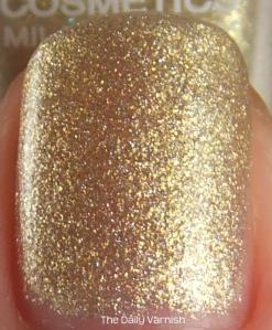 Layla 02 Golden Touch top coat MACRO
