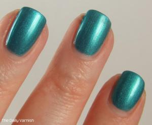 Maybelline Teal the Night MACRO 2