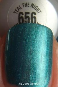 Maybelline Teal the Night MACRO