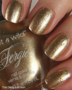wet n wild Fergie nail color Grammy Gold 4