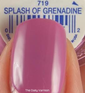 Essie Splash of Grenadine MACRO 2